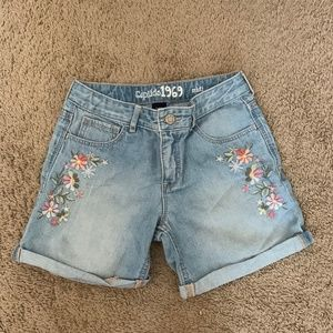 Gap Kids Girls Midi Embroidered Shorts. Size 14